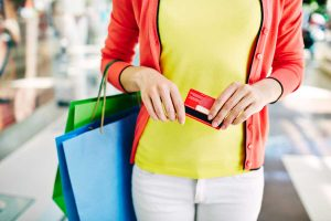 Een onderzoek naar de effectiviteit van klantenkaarten op het doen van herhaalaankopen en aanbevelingen door klanten.